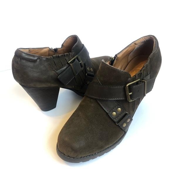 CROWN VINTAGE BOOTIES SIZE 9.5 buckle zip heels